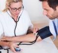 Remédios para pressão alta podem reduzir risco de Alzheimer, dizem cientistas